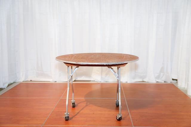 Where to find 4  Round Table W  Wheels in Richmond