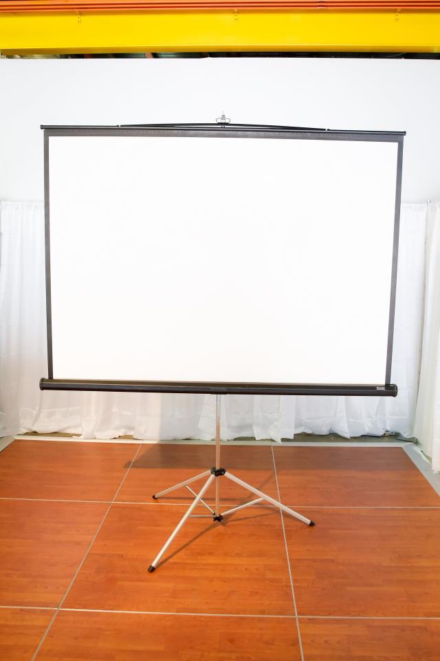 Projector Screen On Tripod 7 Foot W 6 Foot H Rentals
